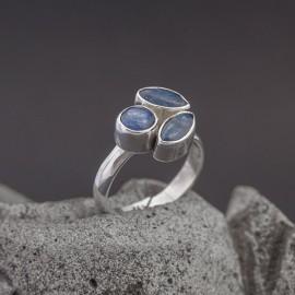 Srebrny pierścionek z kyanitem (regulowany)