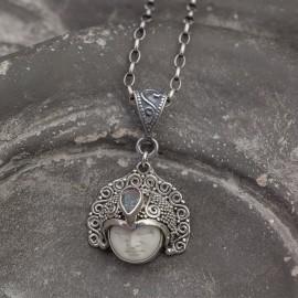 Srebrny wisiorek z opalem