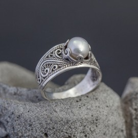 Srebrny pierścionek z perłą (rozm.17)