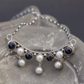 Srebrny naszyjnik z pereł i onyksu