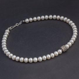 Srebrny naszyjnik z białych pereł