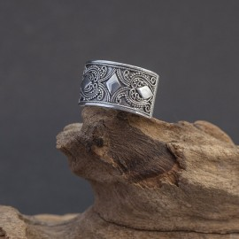 Srebrny pierścionek z orientalnym zdobieniem (rozm.15)