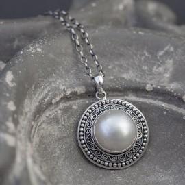 Srebrny wisior z perłą