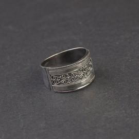 Srebrny pierścionek ze zdobieniem (rozm.18)