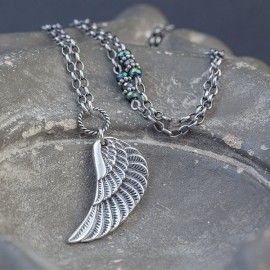 Srebrny naszyjnik ze skrzydłem i hematytem