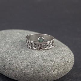 Srebrny pierścionek ze szmaragdem (rozm.16)
