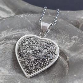 Srebrny wisior w kształcie serca