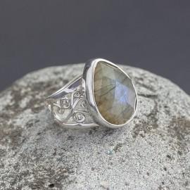Srebrny pierścionek z labradorytem (rozm.17)