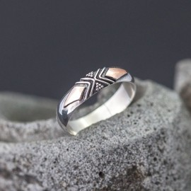 Srebrny pierścionek z odrobiną złota