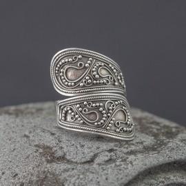 Srebrny pierścionek w orientalnym stylu (rozm.15)