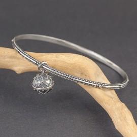 Srebrna bransoletka z dzwoniącą kuleczką