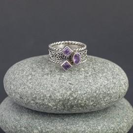 Srebrny pierścionek z ametystem (rozm.16)