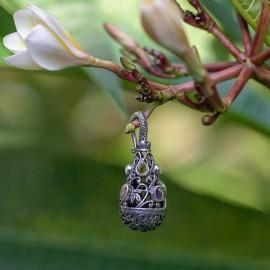 Srebrny naszyjnik z kamieniami naturalnymi
